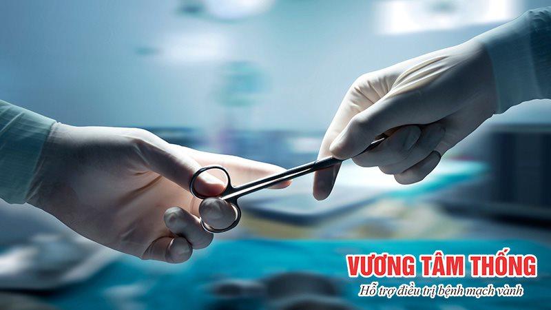 Người bệnh mạch vành lớn tuổi có thể không đủ điều kiện để tiến hành phẫu thuật